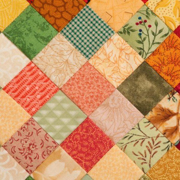 Patchwork tæppe i varme farver